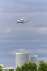 Space Shuttle Discovery over Rosslyn (RavenEcho (edward steven perry)) Tags: sky usa cloud monument plane mall dc washington sca nasa capitol national 905 discovery spaceshuttle carrier 747 flyover t38 ov103