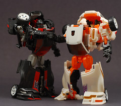 Bro Shake (GogDog) Tags: robot transformers classics g1 tcc runabout decepticon overrun battlechargers tfcc