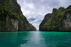 Phuket - James Bond Island (Wang Guowen (gw.wang)) Tags: sea holiday beach water thailand island land phuket islandhopping gwwang wangguowen jamesbondbay