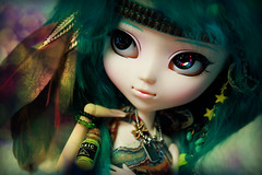 Nmsis (Konato) Tags: blue green rainbow eyes lol wig pullip boho custo nemesis plume miku dashka konato