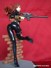 BLACK WIDOW Covert Ops Ver. 010 (mixnuts club) Tags: statue fetish comics gun bondage figure spy heroine blackwidow spygirl secretagent rubbersuits