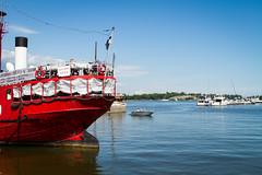 Visite d'Helsinki en Finlande (SebastienToulouse) Tags: mer statue ferry rouge restaurant helsinki eau ile soiree capitale seb blanche bateau eglise sandrine ville finlande oceau