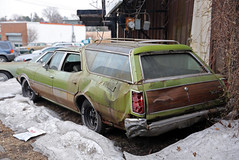 Oldsmobile Vista Cruiser (vetaturfumare - thanks for 3 MILLION views!!!) Tags: green wagon rusty vista newrochelle kombi woodgrain rostig oldsmobile stationwagon dented woodie vistacruiser familytruckster bucklig
