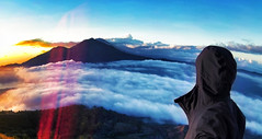 Volcano Sunrise Above The Clouds on Top of Mount Batur, Indonesia (VINJABOND.COM) Tags: bali clouds sunrise indonesia volcano adventure mount batur selfie vinjabond
