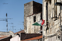 Italia (Giacomo Pasca) Tags: houses architecture flag case tricolor antenne architettura antennas tifo bandiera tricolore