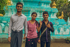 Travelling friends (ReinierVanOorsouw) Tags: reizen myanmar birma burma travelling travel travelstoke reiniervanoorsouw sony sonya7r sonya7rii a7rii asia asya azie mandelay mandalay people human asian asianpeople inasia azi travels undiscovered colour colours