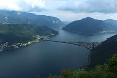 lac de Lugano (bulbocode909) Tags: tessin suisse vert bleu arbres lugano printemps paysages brume montagnes sansalvatore digues forts lacdelugano