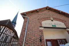 BAILLY-LE-FRANC cole ferme depuis longtemps (lesteclair) Tags: sarkoland