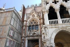 Entrada al Palacio Ducal (TerePedro) Tags: puerta venecia carta palacioducal mygearandme