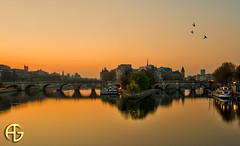Sunrise (A.G. Photographe) Tags: morning paris france reflection seine sunrise french nikon raw ile reflet reflect ag saintlouis nikkor fx péniche quai hdr msm parisian matin anto parisienne xiii levédesoleil parisien réflexion d700 antoxiii hdr5raw blinkagain agphotographe