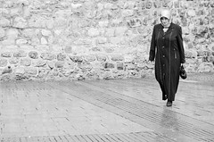 Sunday stroll (Maron) Tags: street travel bw white black turkey nikon istanbul marion reise tyrkia supermarion nesje d7000 marionnesje