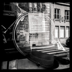 Notes # Chritys' cor (SEM52) Tags: paris 6x6 noiretblanc 2012 iphone bsquare hipstamatic traverslemiroir objectifjohns filmaodlx