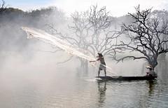 Throw (MelindaChan ^..^) Tags: china lake net water boat fishing fisherman chinese fishnet mel melinda throw 廣東 zengcheng lycheetree 增城 chanmelmel melindachan
