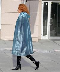 Wow (mallorcarain) Tags: fetish nice boots vinyl streetshots raincoat pvc bottes fakes stiefel raincape regenmantel cir lackmantel impermables