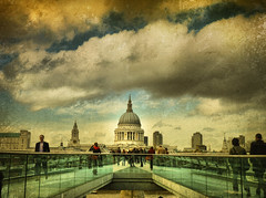 London .. Millenium bridge
