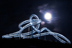 Bark at the moon - Duisburg Tiger and Turtle (MichaelSanderDU) Tags: night germany deutschland nacht nrw duisburg nordrheinwestfalen nachtaufnahme revier tigerturtle michaelsander michaelsanderdu tigerandturtle tigerandturtlemagicmountain duisburgnight