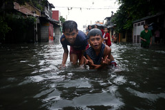 Tondo, Manila - Flood welcome us while on the way to the evacuation centre (Mio Cade) Tags: family boy food rescue water rain children kid asia play flood victim philippines joy relief aid manila emergency evacuate swin tondo displace haikui