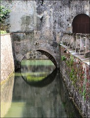 Passages... (mau_tweety) Tags: door italy reflection water circle italia arch porta walls mura acqua arco cerchio altoadige brixen bressanone riflesso fossato