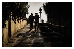 Aller vers la lumire... (Gabi Monnier) Tags: street france automne canon flickr ombre jour provence rue personnes vieux gens figuerolles escaliers laciotat vieilles provencealpesctedazur exterieur photoslasauvette canoneos600d gabimonnier