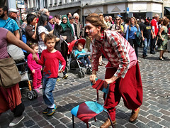 Zinneke Parade 2016 . BaWaZun  20160521.0311 (Lieven SOETE) Tags: brussels people woman art festival female donna mujer arte belgium belgique artistic kunst femme mulher performance diversity bruxelles social menschen parade personas persone human frau personnes vrouw zinneke  2016 apresentao     intercultural espetculo   artistik umanit   kadn diversit zinnekeparade interculturel socioartistic