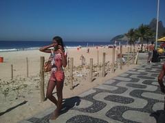 Garota en Copacabana (silvinafrydlewsky) Tags: brazil tourism brasil ipod view streetphotography copacabana rodejaneiro