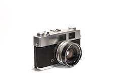 Konica Auto S2 (Matthew Post) Tags: auto camera rangefinder whitebackground vintagecamera highkey konica s2 cameracollection tamron2875 strobist yongnuo468