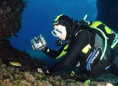 fotografiando bajo el arco (Jaime Franch) Tags: joan diving formentera buceo baleares elarco buceador 60720mm iiisemanafotografiasubmarinaformentera