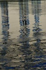 Reflets sur le canal Saint-Martin (Edgard.V) Tags: paris france caf rain bar reflections restaurant la canal restaurante chuva pluie riflessi pioggia villette canale