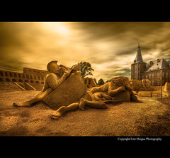 Gladiators (Ivn Maigua) Tags: light castle photoshop golden nikon sigma ivn sandsculpture hdr gladiators hoensbroek nikond200 cs5 kasteelhoensbroek artistictouch ivnmaigua