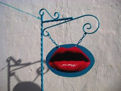 Kiss, Kiss (Clanaty) Tags: street blue red art azul rojo kiss lips labios beso