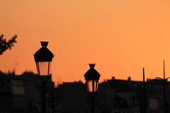 unione con lampione (Maieutica) Tags: roof sunset sky orange paris france tramonto tetti cielo francia lampioni arancione lampione parigi