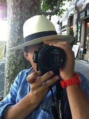 Shoot'em up (angel pastor) Tags: camera hat canon photo foto photographer sombrero pastor camara panam fotografo angelpastor