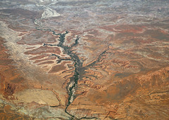 2016_06_02_lax-ewr_516 (dsearls) Tags: river utah flying desert aviation united country canyon aerial erosion rivers geology ual canyons arid aerialphotography jurassic stratigraphy unitedairlines windowseat windowshot weathering 20160602
