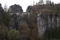 Pont des rochers, Bastei. (Ivan Mauricio Agudelo Velasquez) Tags: bridge forest montagne puente suisse bosque pont alemania turismo allemagne rocher acantilado rocas bastei piedras escalade turism vertige rathen colinas sajonia saxonne germani