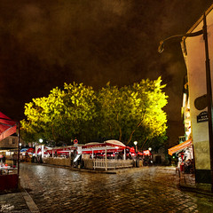 France / Paris / Montmartre / Place du Tertre (Pablo A. Ferrari) Tags: street longexposure sky urban paris france architecture night noche calle arquitectura cityscape urbano francia nuit aire nocturne parisian placedutertre parisien pabloferrariphotography