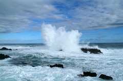 Hoge golven te Storms River in de middag bij brekende bewolking  Zuid-Afrika 2008 (wally nelemans) Tags: southafrica 2008 bigwaves stormsriver zuidafrika hogegolven