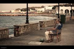 L'uomo che guarda il mare (LucaSpagnolo) Tags: mare estate sguardo turismo sedia salento lecce paese sancataldo canoneos450d