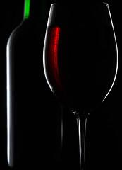 DSC_5291_edited-3 (ThatOtherPhotoGuy) Tags: glass wine winebottle rimlight