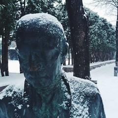 mpls walker statue sad man (sdshaffer) Tags: minnesota cities minneapolis mpls twincities urbanism metalstatue minneapolissculpturegarden sadman