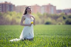 Ania (Pablo Caas) Tags: primavera blanco pose model flor posing ania vestido belleza tirantes expresividad