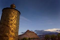 Temple rooftop ornament a victory banner, Tibet 2015 (reurinkjan) Tags: top tar 2015 hiltop tibetautonomousregion pelkhorchodemonastery tsang  tibetanplateaubtogang tibet buddhist buddhismsangsrgyaschoslugs gelukpayellowhatsectdgelugspa gelugpaschoolribodgaldanriwoganden victorybannergyemtsen gyantscounty gyantse sakyaparedhatsaskyapa gyantsedzong gyantspelkhorchd janreurink  gyantseoldtown