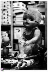 Disturbing looks (Juan Carlos Caadilla) Tags: darkness horror terror disturbing figuras figures porcelain muecos inquietante porcelana