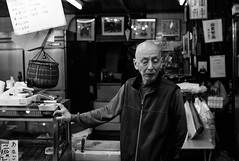 Man (Jiajun Yang) Tags: street leica old people blackandwhite japan shop asian kyoto market streetphotography m82 monochrone voigtlandernokton35mmf14sc