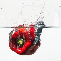 Red pepper dive (lhags2000) Tags: red white water vegetables canon pepper eos flash dive freeze 5d plouf mark2