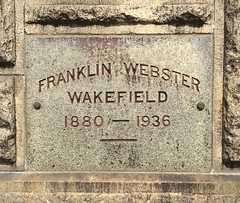 Franklin Webster Wakefield, 1936 (Stewf) Tags: cemetery 1930s gravestone lettering sans mountainviewcemetery curvedbaseline