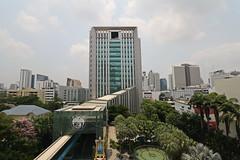 On the move 2 (N808PV) Tags: window eos bank move m thai skytrain krung