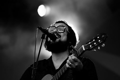 Parkpop 2012 - Blaudzun (Haags Uitburo) Tags: white black holland netherlands dutch festival photography la photo concert europa europe artist foto singing live den picture nederland denhaag hague singer concerts haag zwart wit weiss paysbas nederlands thehague schwarz guitarist haye laia olanda haya niederlande gitaar the livemuziek haagse zang popfestival zingen zuiderpark parkpop artiest concerten haags haia a concertfotografie uitburo popmuziek singersonwriter uitbureau gitaarspeler blaudzun haagsuitburo muziekoptreden