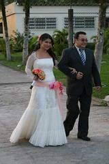Bianca  foto aline lelles photography (A MODISTA LOJA) Tags: wedding love beautiful vintage bride couple heart amor style valentine retro amour valentines romantic bouquet casamento bridal mariage casal namorados liebe noiva vintagestyle atelier fiancee bridalfashion retrostyle buquet mariee vestidodenoiva vintageweddingdress vintagewedding vestidovintage casamentonafazenda casamentoaoarlivre retroweddingdress amodista vintagebridal retrowedding casamentonapraia vfashion casamentonocampo vestidoretro vestidadenoiva lojaamodista vestidonoiva atelieramodista retrobride retrobridal atelierdenoiva vestidodenoivavintage noivavintage vintagemariage noivaretro casamentodiurno casamentonosito vestidodetule vewstidodenoivaretro noivatule vestidodenoivatule retrostylebride