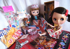 Cod Save The Queen :D (☺Heather ♥✿missypixie✿♥ ヅ) Tags: uk cake butterfly souvenirs seaside doll flag stickers kitsch carousel swap postcards mug knight blythe cuteness unionjack ladylike coolbritannia middie ohmyblythe lalaloopsy queenicecream