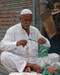 Making Pakistan flag, Karachi (Ameer Hamza) Tags: hat work sale flag muslim cap pakistani making 2012 topi ramazan memon roadsidestall makingflagfor14thaugust papermarketkarachi